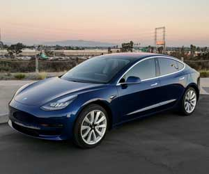 From extreme to extreme: Lamborghini concept car and tractor